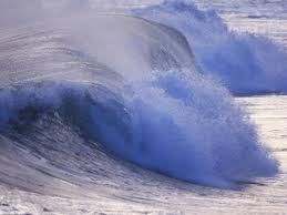 strong wave in the tide at the ocean
